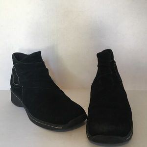 Naturalizer black suede ankle boots. Size 9